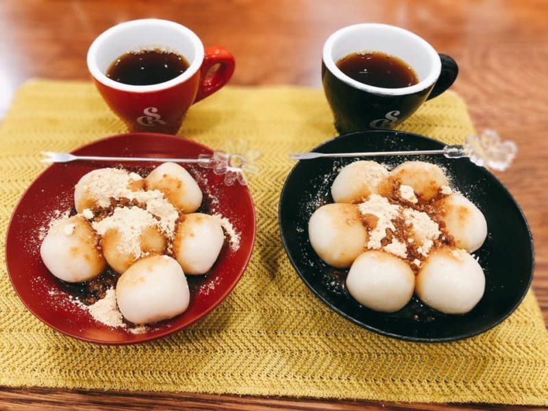 絹ごし豆腐の白玉団子(黒蜜きな粉)
