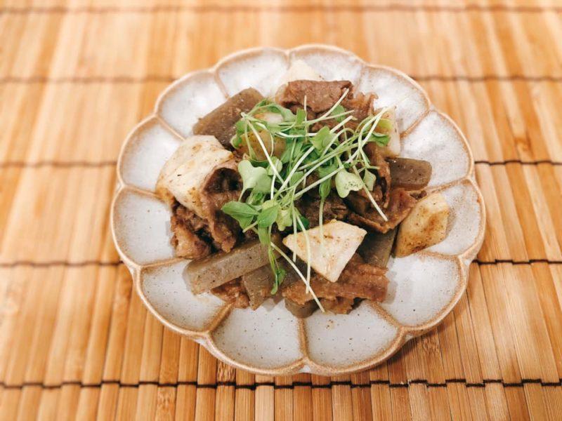 こんにゃくで整腸 牛肉と里芋の味噌炒め