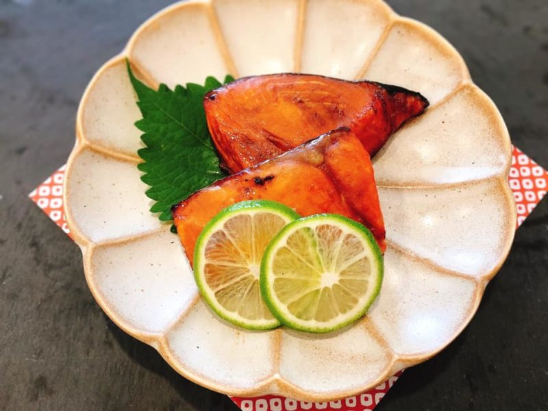 ホーチミンでもおせち料理 ライムで鮭の幽庵焼き